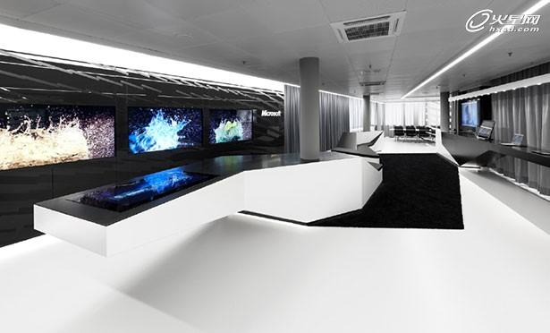 微软办公楼演示中心设计 黑白与彩色的和谐