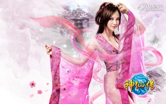 身着粉色透明长衫,以清纯古装女子形象